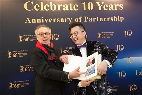 莱绅通灵闪耀柏林电影节10周年 | 钟楚曦现场挥毫送祝贺